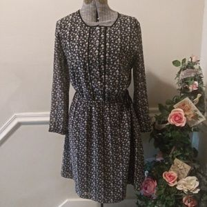 EUC Loft Gray & Black Heart Print Dress